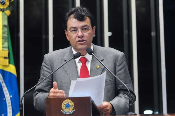 Senador Eduardo Braga (PMDB-AM)