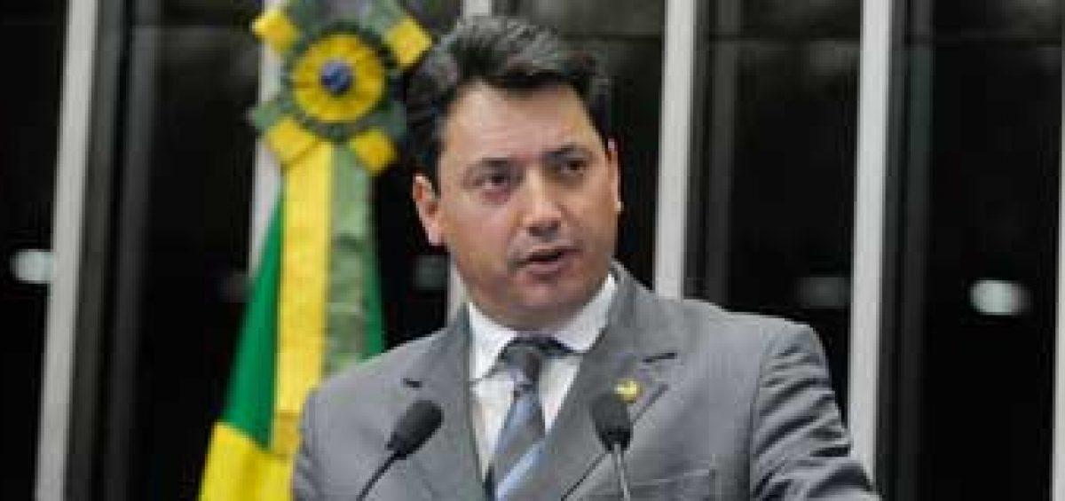 Senador Sérgio Souza (PMDB-PR)