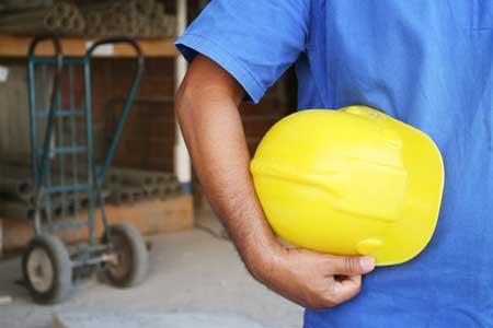 trabalhador-capacete-operario-acidente-epi-equipamento-protecao-individual