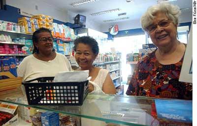 CAS analisa projeto que autoriza venda de remédios a preço de custo para aposentados