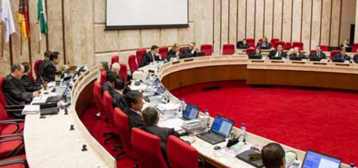 Sessão de julgamento na sede do Tribunal Regional Federal da 4ª Região - TRF4