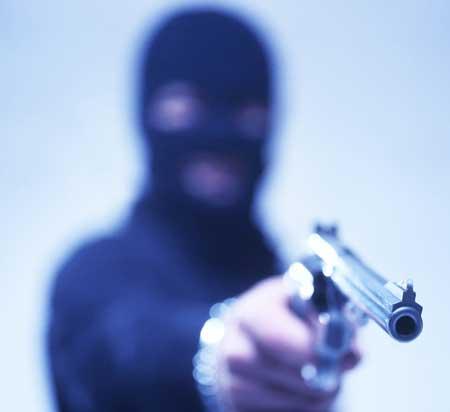 violencia-assalto-mao-armada-revolver-arma