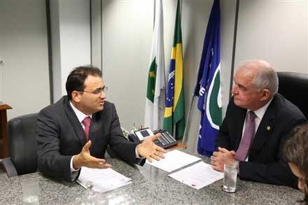 Marcos Vinicius Furtado Coêlho, presidente da OAB nacional, se encontra com Lindolfo Neto de Oliveira Sales, presidente do INSS