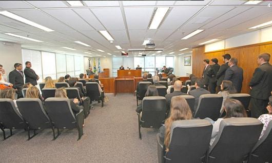 Turma do TRF3 em sessão de julgamento