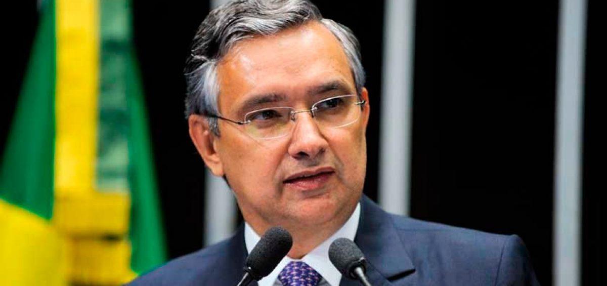 Senador Eduardo Amorim (PSC-SE)