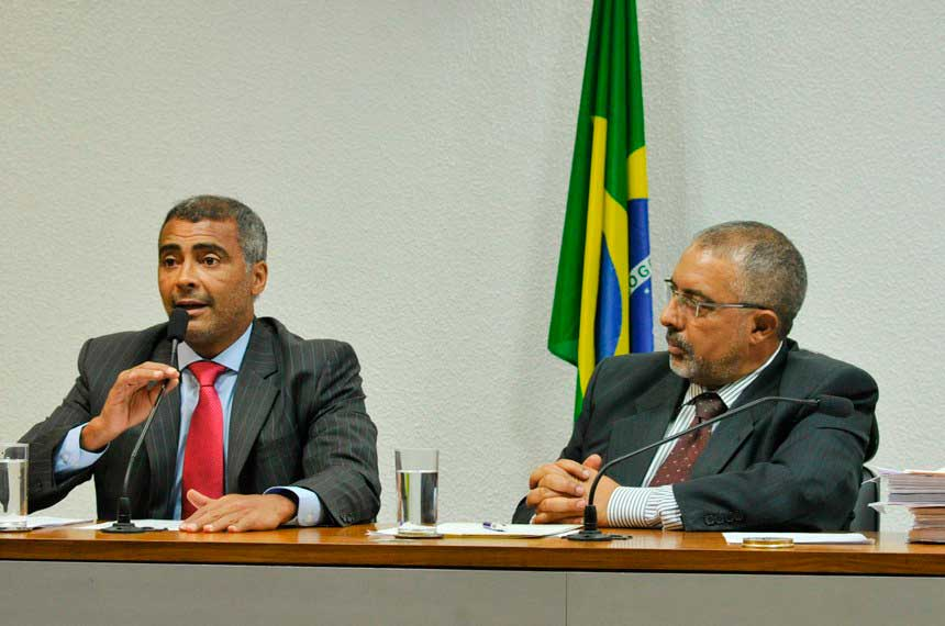 Senador Romário (PSB/RJ) à esquerda e Senador Paulo Paim (PT/RS) à direita