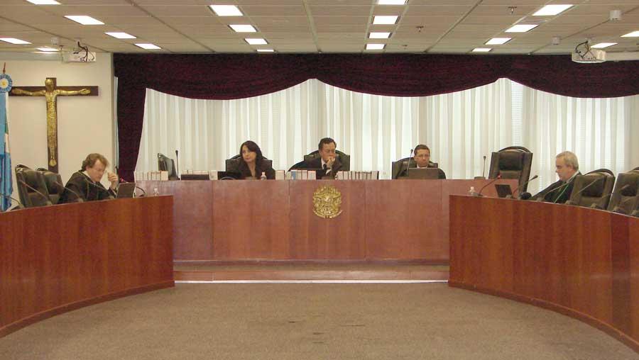 Sessão de julgamento no TRF3