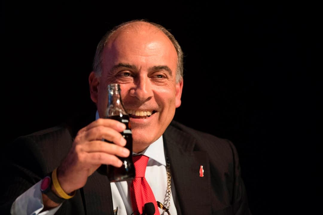 O CEO da Coca-Cola, Muhtar Kent, realmente bebe Coca-Cola. O escritório previdenciário do Dr. Átila, realmente usa as petições do Previdenciarista em seus processos.