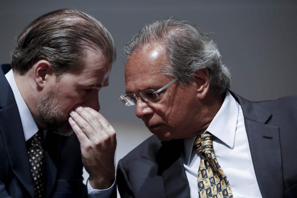 Guedes e Toffoli firmam plano para diminuir processos contra o INSS