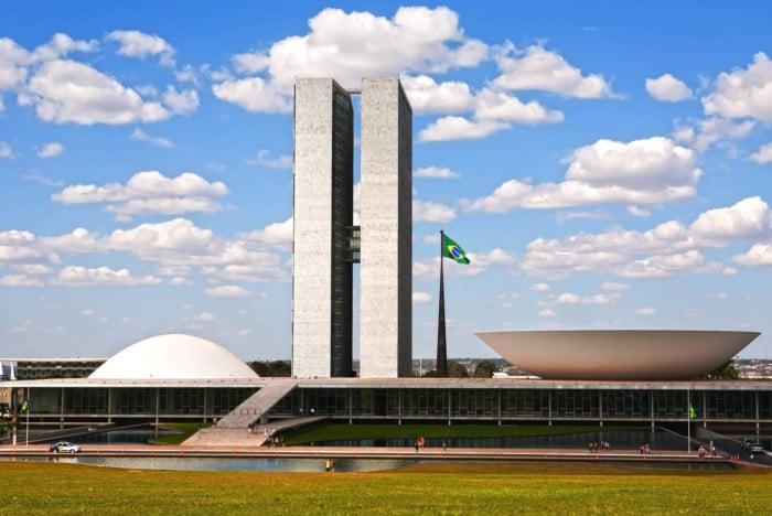 Congresso derruba veto de Bolsonaro e facilita acesso ao BPC