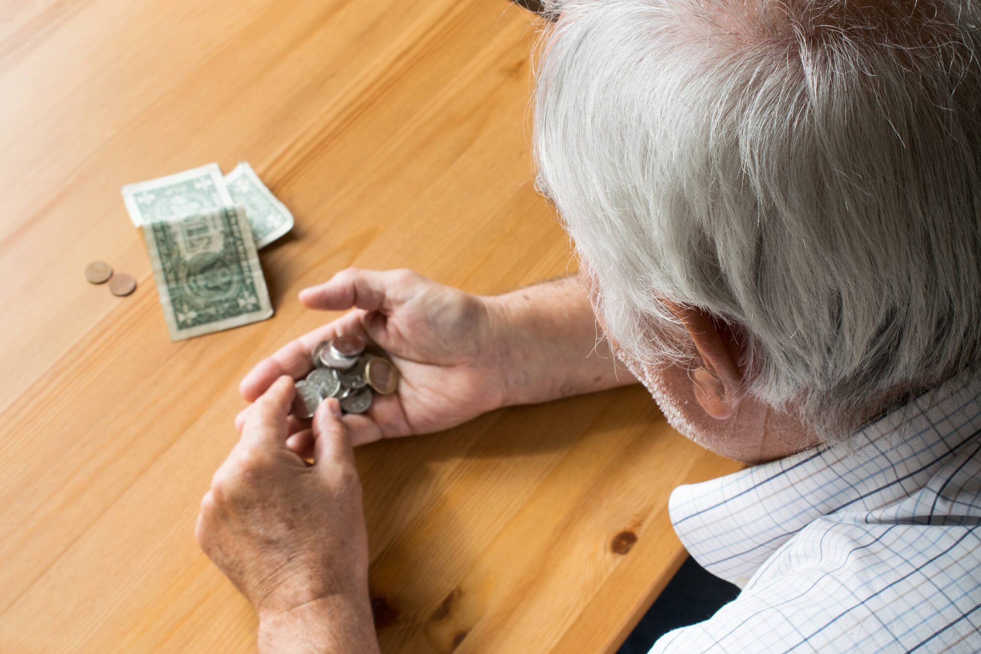 Isenção de contribuições previdenciárias de aposentados
