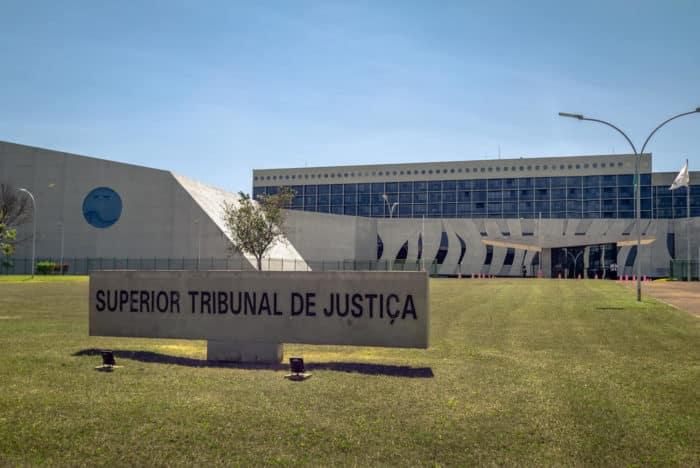 STJ decide que é lícito renunciar valor excedente para demanda tramitar nos JEFs
