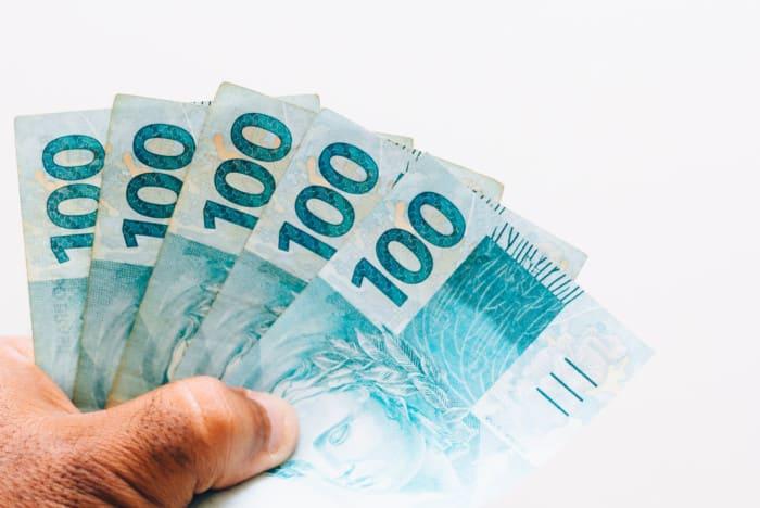 Projeto prevê o recebimento do 14.º salário em 2021
