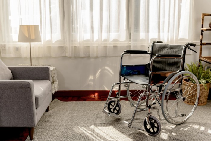 Dependente com deficiência que exerce atividade remunerada tem direito à pensão por morte?