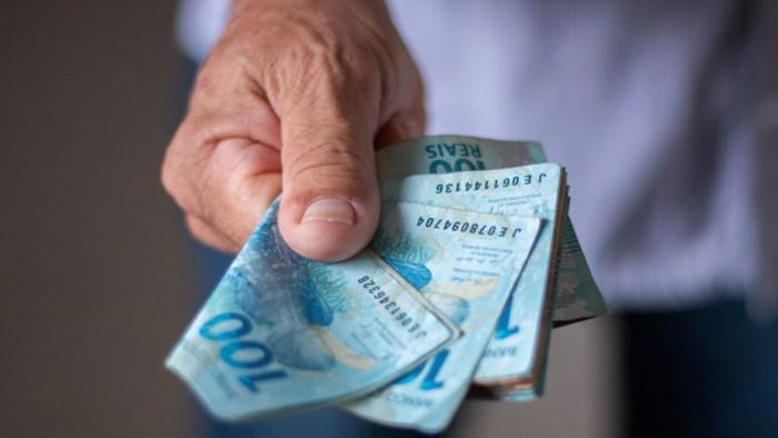 Comissão aprova projeto que prevê o pagamento do 14º salário em 2021