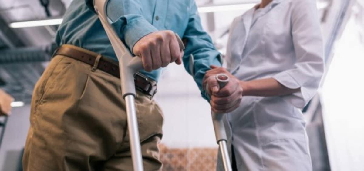 TRF-4 concede acréscimo de 25% em aposentadoria por invalidez de homem com limitações de locomoção