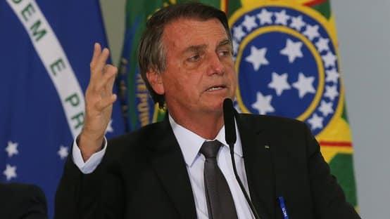 Bolsonaro veta a suspensão da prova de vida do INSS